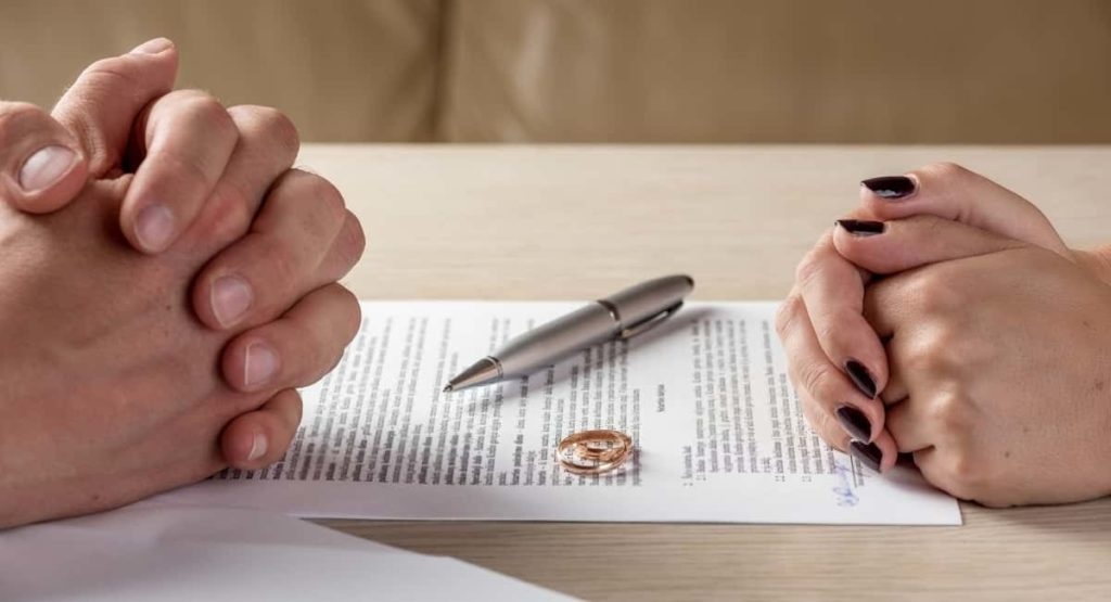 How to Find a Divorce Lawyer That is Right for You
