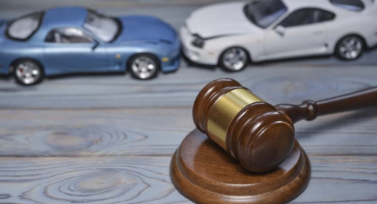 Top Questions to Ask a Car Accident Lawyer Before Hiring Them