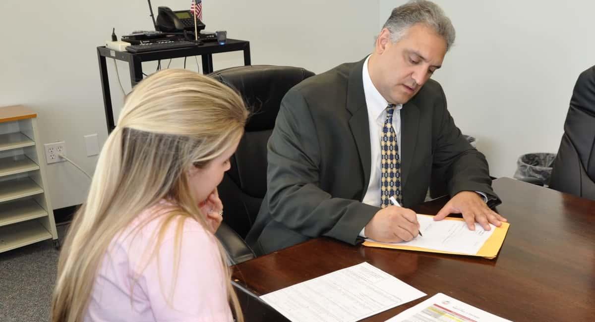 7 Tips for Choosing a Divorce Lawyer - Halt.org