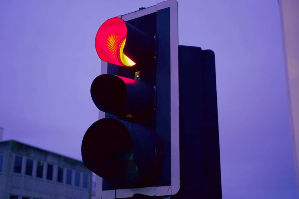 Beating the red light and disobedience to traffic rules