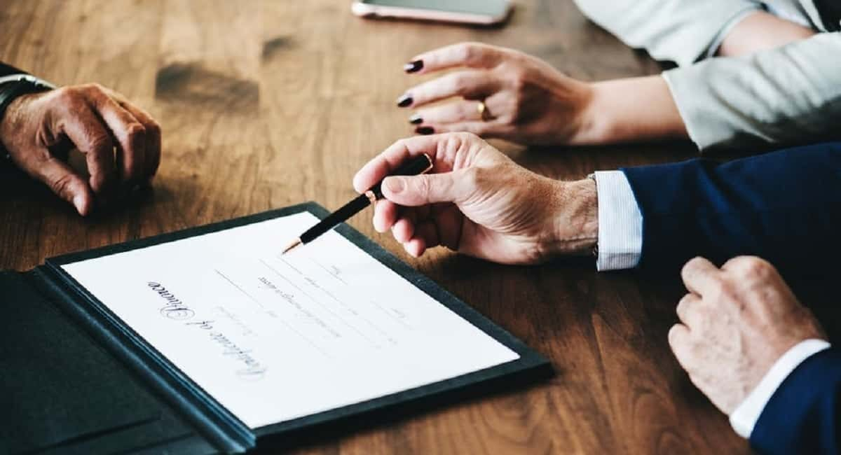 9 Questions to Ask a Divorce Lawyer Before Hiring