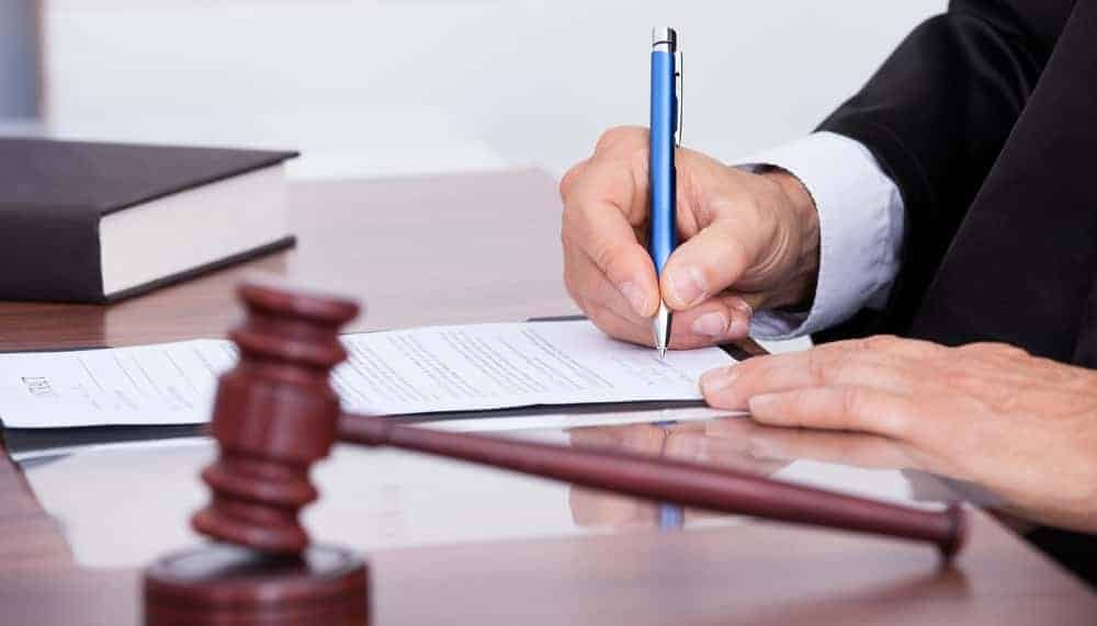 Top 4 Tips For Lawyers to Be a Better Writers