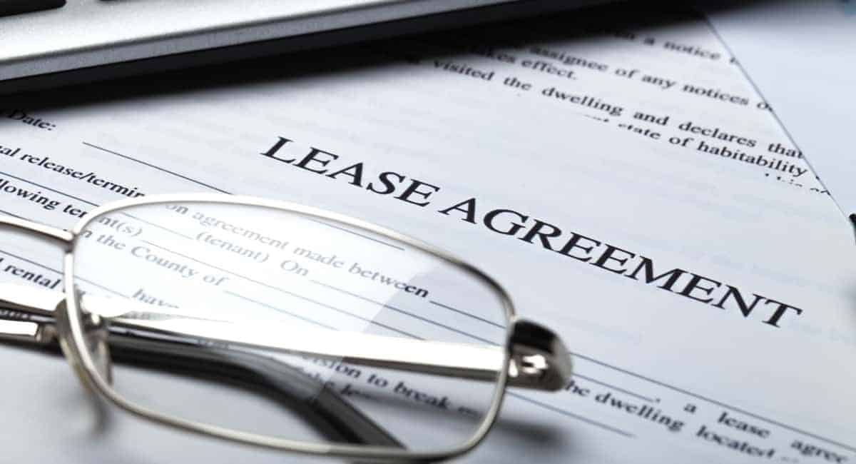 What are break notices in a commercial lease?