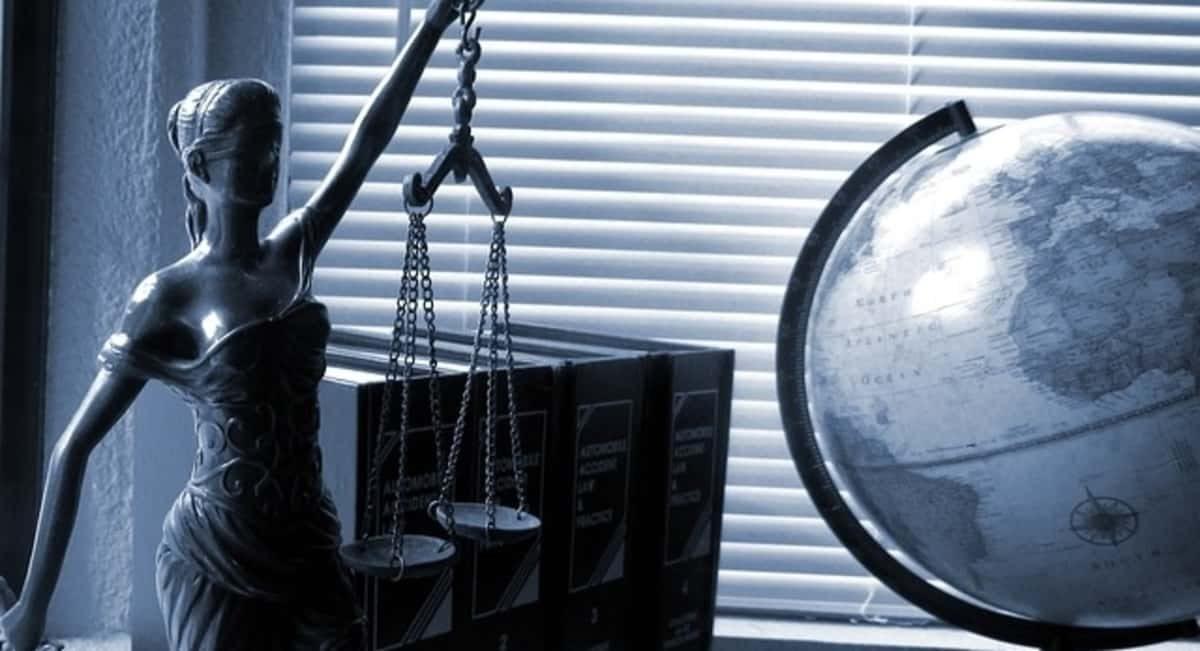 role of defense attorney